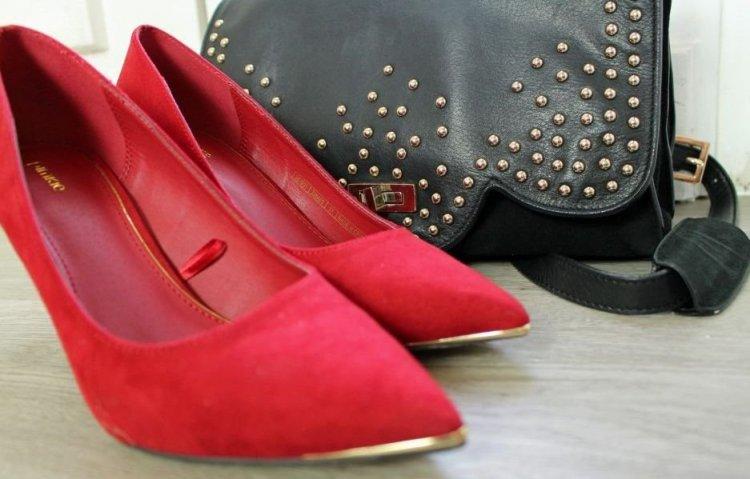 Cómo combinar unos zapatos rojos
