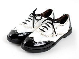 Cómo limpiar unos zapatos de charol
