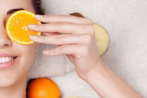 Cómo preparar una mascarilla de naranja para la piel