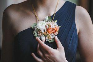 Los 8 mejores broches de flores para vestidos de fiesta