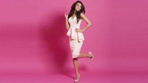 Mejores complementos para un vestido rosa palo